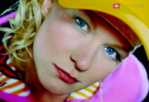 Sexy petite Schlampe mit blauen Nägeln Stephanie Cane bekommt gefickt in mish position hart